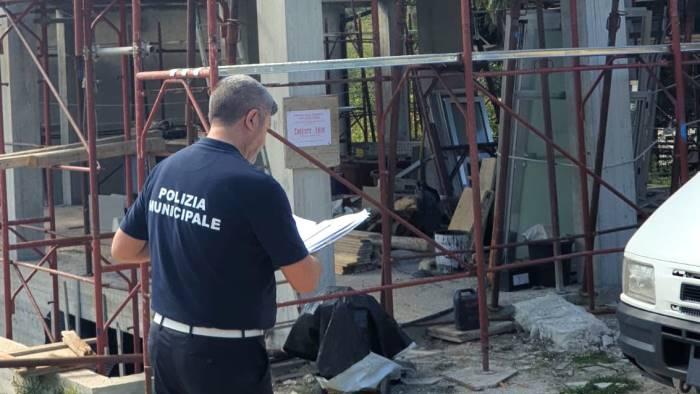 baia di trentova sequestrato un immobile abusivo di 3 piani