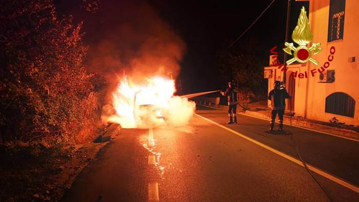 furgone in fiamme a mugnano del cardinale