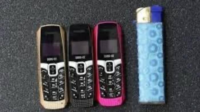poggioreale tre boss nascondevano telefonini negli slip