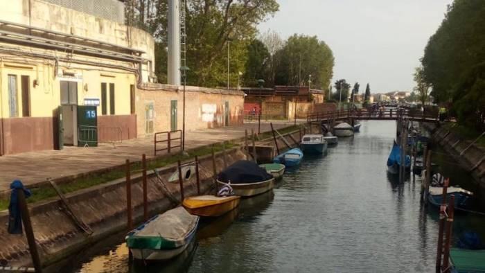 bocalon affossa la salernitana granata ko a venezia