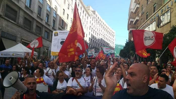 whirlpool sciopero generale il 31 ottobre tutti in piazza