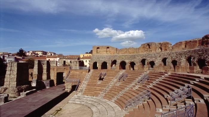 laboratorio scientifico antropologico al teatro romano