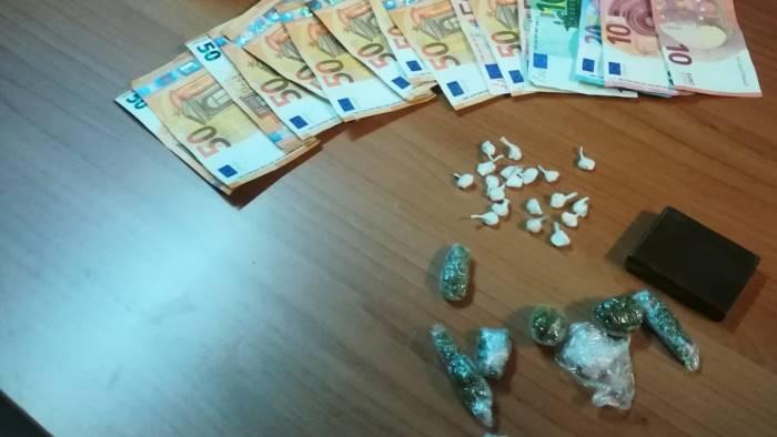 spaccio di cocaina e marijuana arrestate due persone