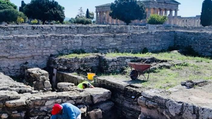paestum riprendono gli scavi nel quartiere abitativo