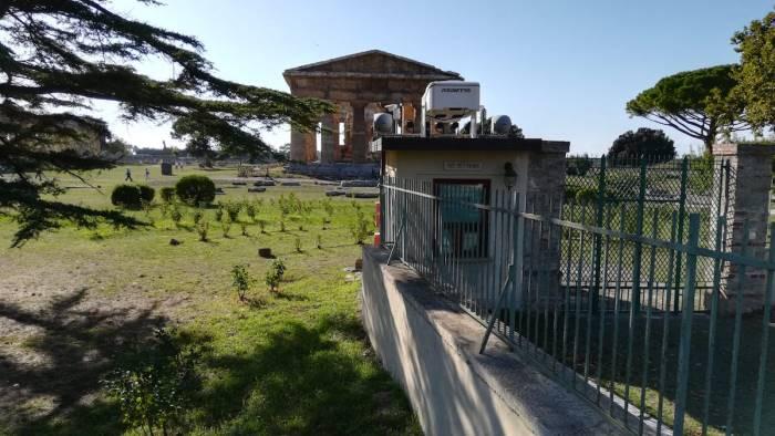 il gabbiotto copre il tempio di nettuno va demolito