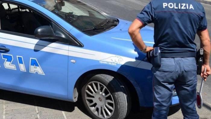 rapina un bar in centro a salerno arrestato dai poliziotti