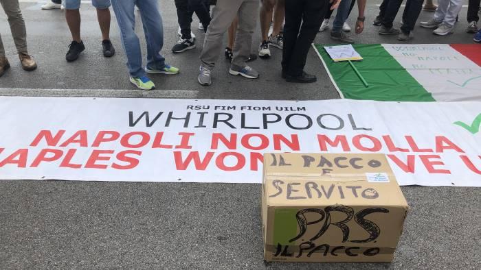 whirlpool per i sindacati la sospensione non basta