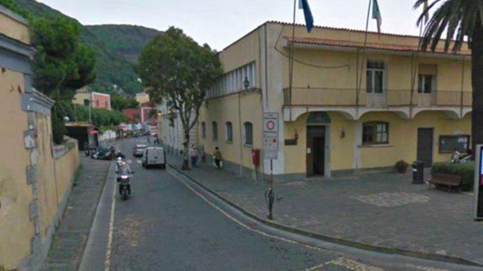 ischia municipio chiuso per rischio covid