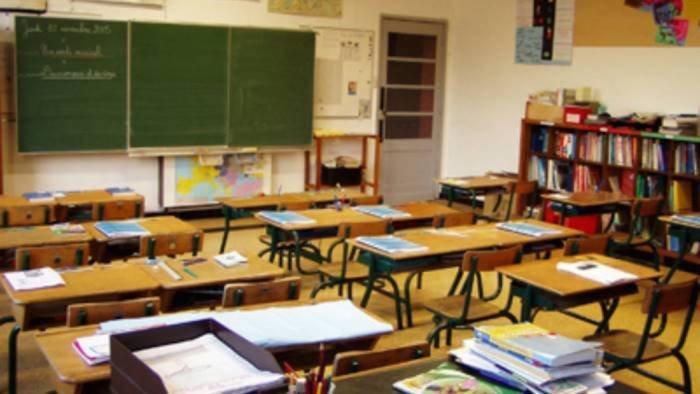 positivo un docente stop a quattro classi di bimbi