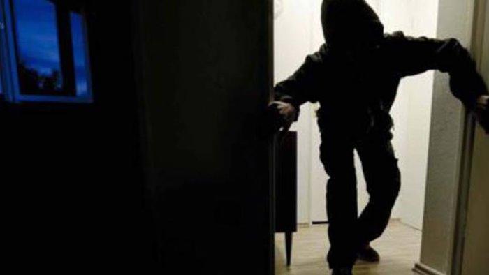 ladri in azione in due case a telese terme