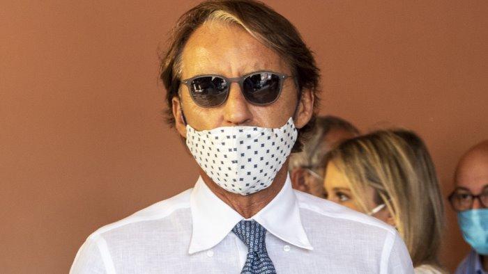 Mancini fa un passo indietro: