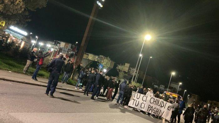 norme anti covid continua la protesta a benevento foto