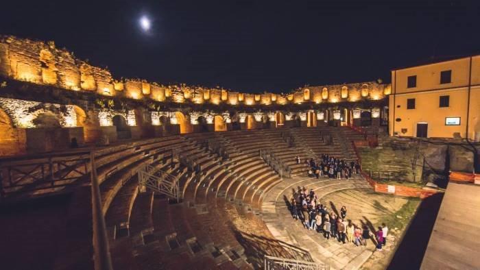al teatro romano la rievocazione storica il primo duca