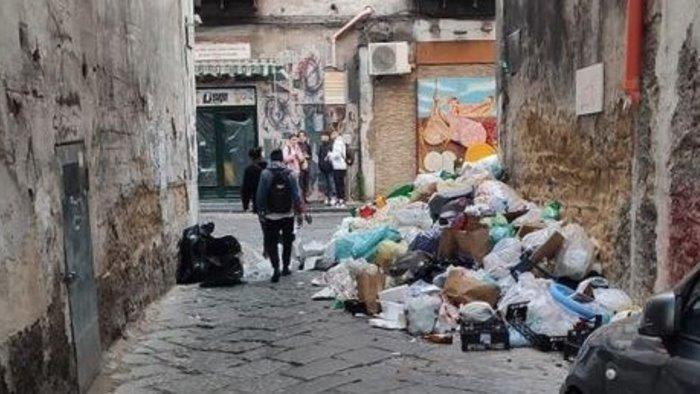 rifiuti turni di raccolta straordinari per riportare situazione alla normalita
