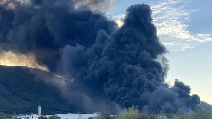 incendio airola intervento arpac per valutare effetti ambientali