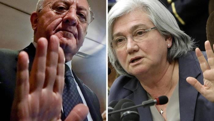 M5s: Renzi-De Luca si scambiano favori, ultimo è norma in manovra