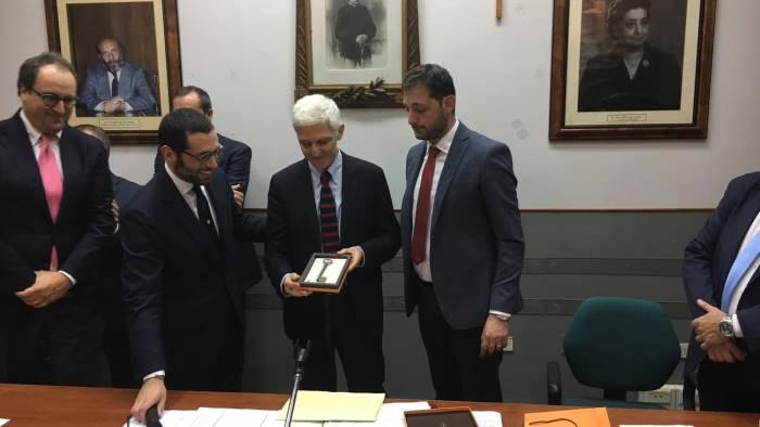 l ex ministro bray riceve la cittadinanza onoraria