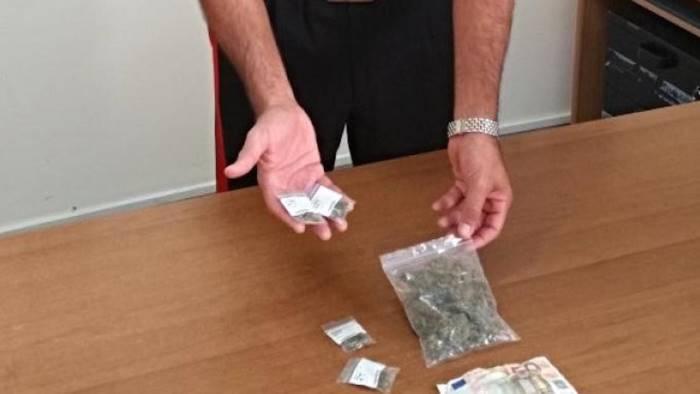 Sesso in cambio di droga, blitz carabinieri a Saviano