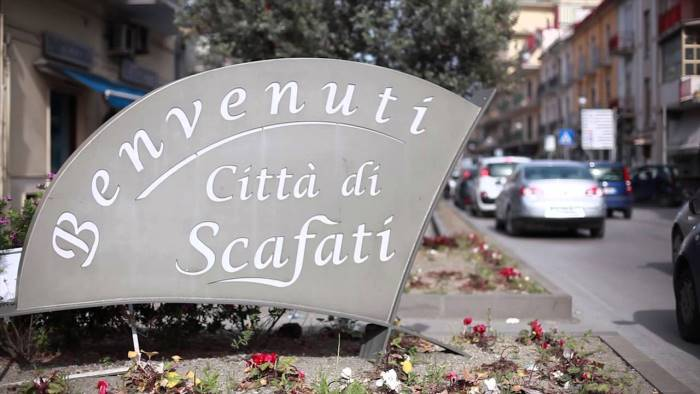 Scafati, tradisce il marito con il prete: il caso a Pomeriggio Cinque