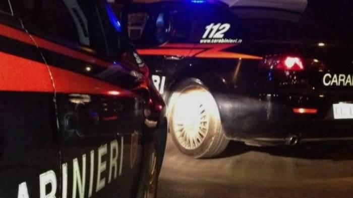 Banditi assaltano pullman: passeggeri rapinati come nel West