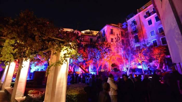 foto colori suoni e giochi di luce nel giardino della minerva