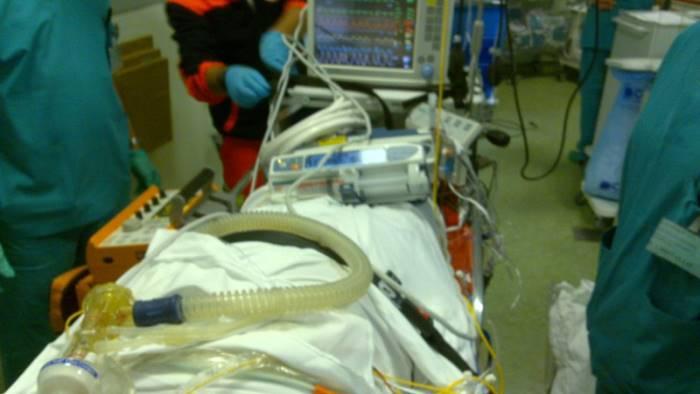Blackout all'ospedale Cotugno, pazienti intubati ventilati a mano