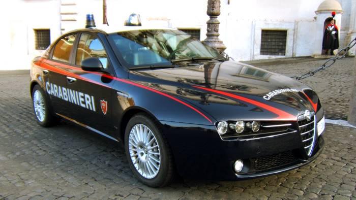 Strage in famiglia a Parete (Salerno): coniugi sgozzati, è caccia al figlio
