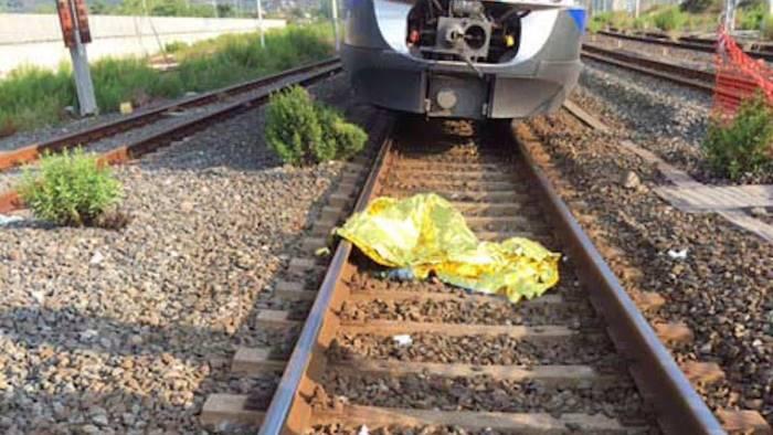 Treni in ritardo: trovato cadavere sui binari