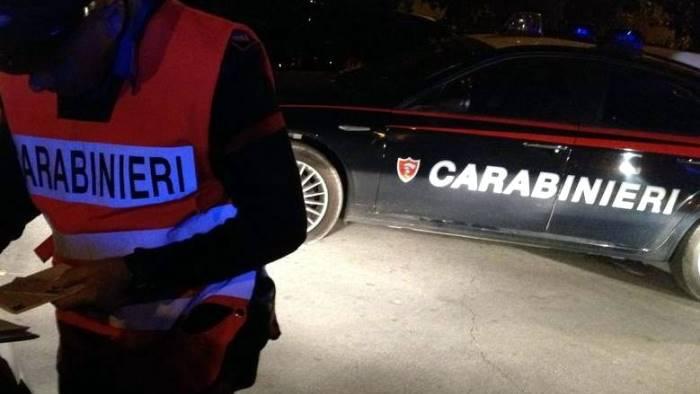 ladri in azione a nusco interrotti dai carabinieri scappano