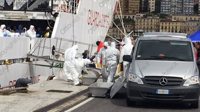 Migranti, nuovo sbarco a Salerno: attesa nave con 400 persone e cadaveri