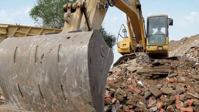 abusivismo al via la demolizione di una villa