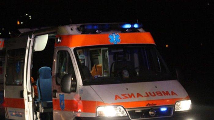 investito da un auto mentre attraversa la strada ferito 57enne