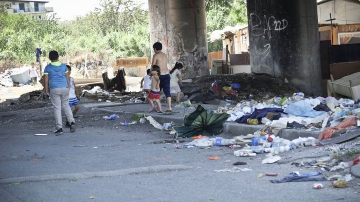 italia viva presenta esposto sul campo rom di scampia