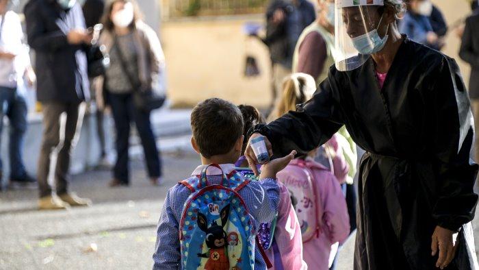 covid anci campania a de luca rinviare riapertura scuole
