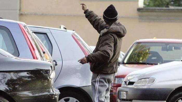 napoli arrestato parcheggiatore abusivo per estorsione