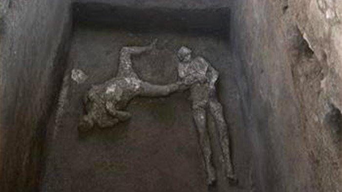 pompei la scoperta straordinaria dei due antichi fuggiaschi