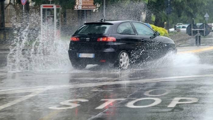 maltempo nel cilento verifica dei danni dopo vento e pioggia