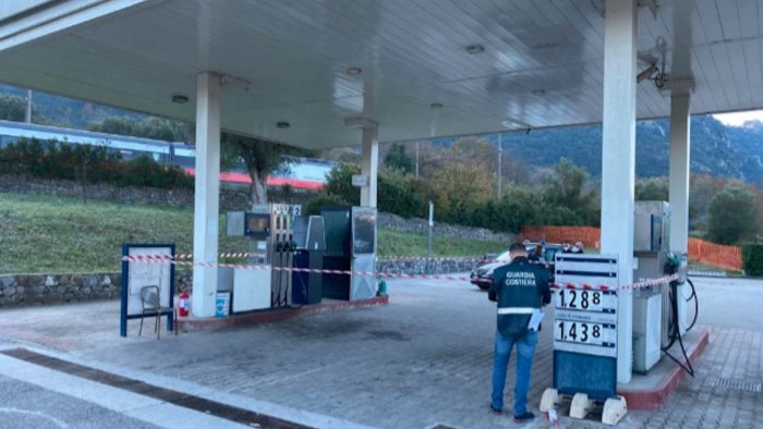 celle sequestrato distributore carburanti non a norma