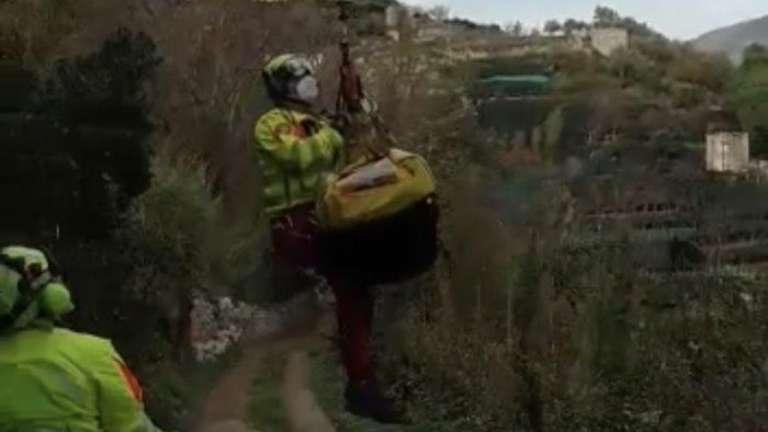 maiori ha un malore mentre lavora nella sua terra salvato