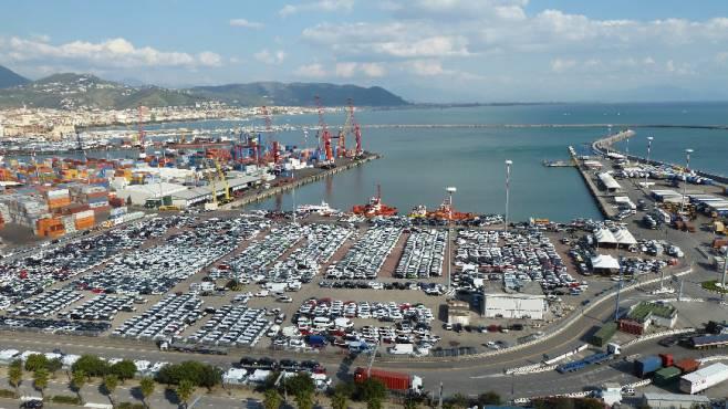 Traffico di auto rubate al porto di salerno ottopagine for Il porto torino