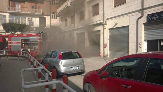 Auto di irpiniambiente in fiamme nel garage palazzo for 10 piani di garage per auto