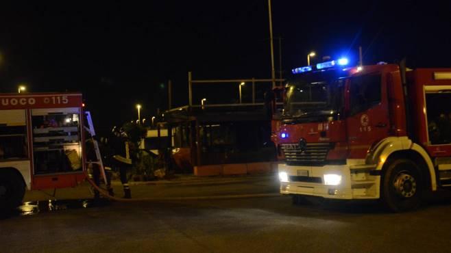 Incendio a nocera superiore evacuate 48 famiglie for Sud arredi nocera superiore