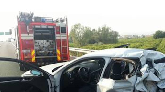 Auto contro tir sull'A30 Caserta-Salerno: uomo schiacciato tra lamiere