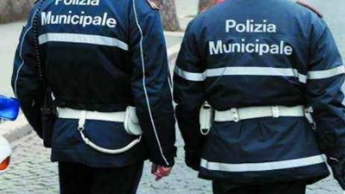 Maddaloni (CE), aggrediscono due agenti di Polizia Municipale e vengono arrestati