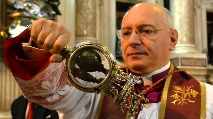 Il sangue di San Gennaro non si scioglie: fedeli napoletani preoccupati