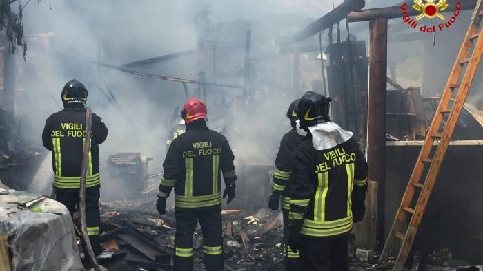 appartamento in fiamme paura a maddaloni