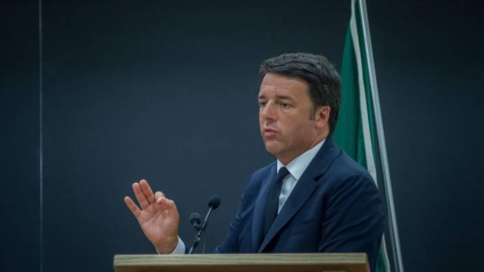 Renzi: chi non vuole voto sostenga governo o urne dopo Consulta