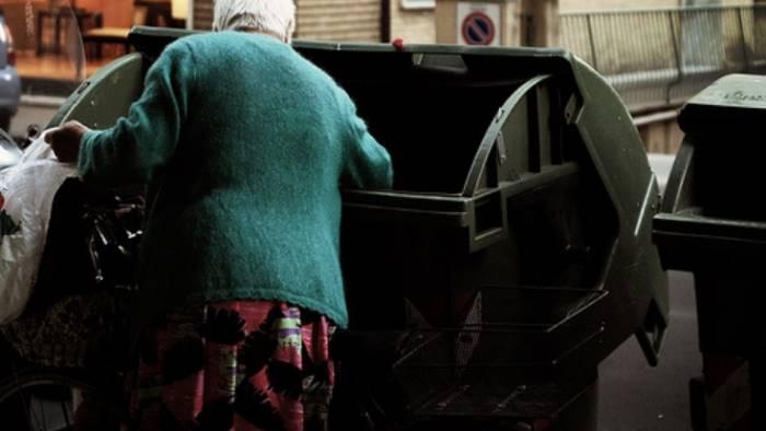 Istat, il 28,7% degli italiani è a rischio povertà