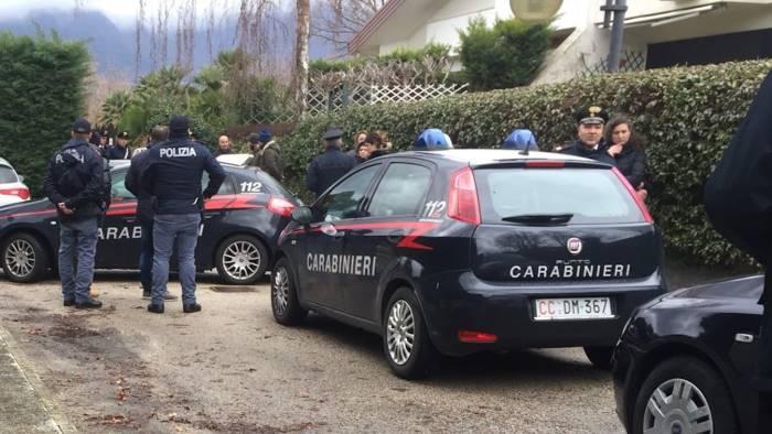 Giallo in Campania, noto dentista trovato morto in una pozza di sangue