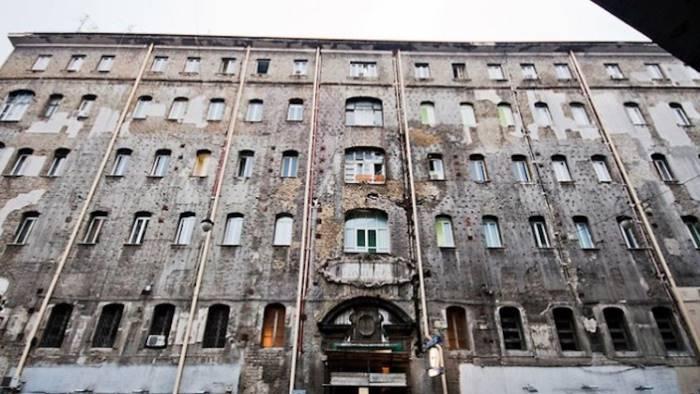 Un topo morto all'ospedale Ascalesi: chiuso il reparto di Radioterapia